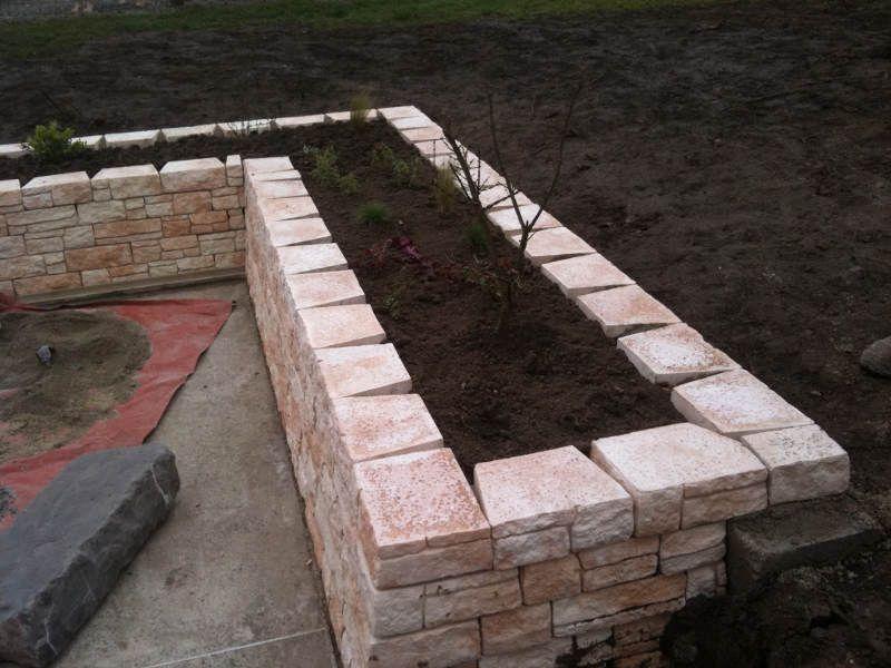 La pierre dans le jardin - Service