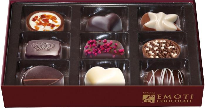 EMOTI Assorted Chocolates, RED-GOLD 120g (bow decorated). SK -