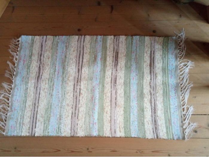 Handloom rug made of 100% cotton. Unique design  -