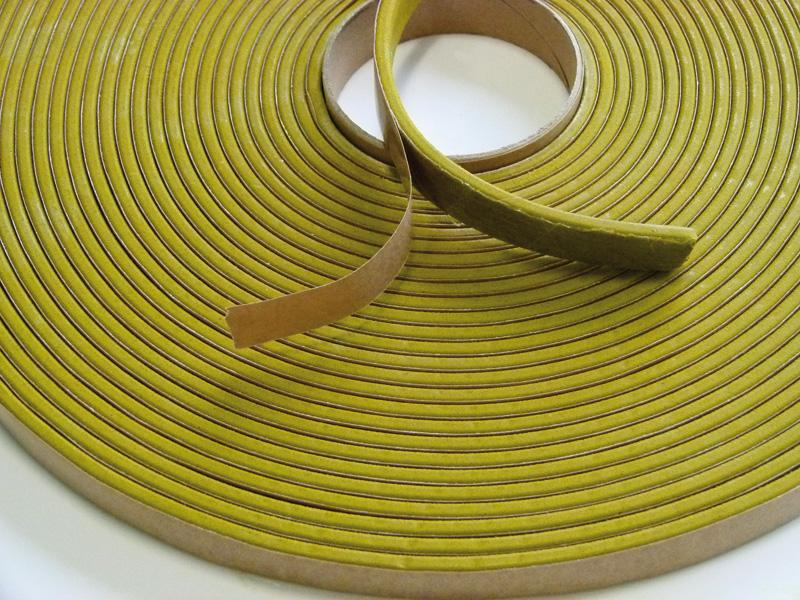 Self-adhesive bentonite swelling tape