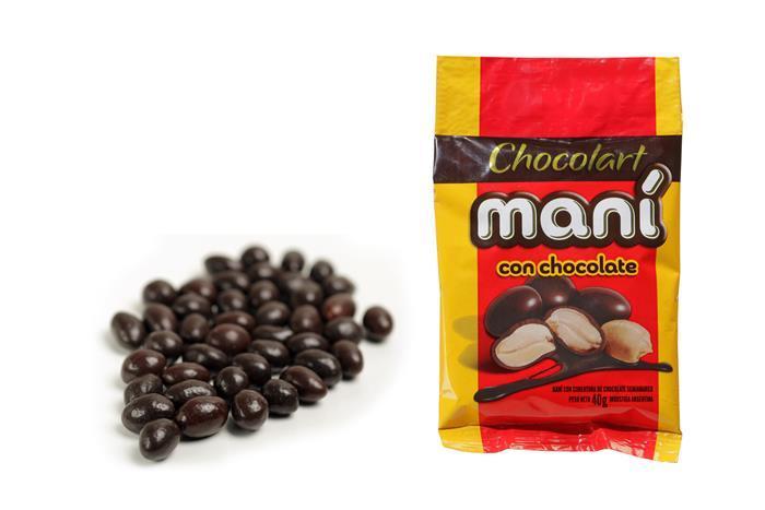 Cachuètes enrobées de chocolat noir.