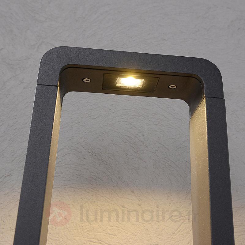 Borne lumineuse LED Bernardo au design élégant - Bornes lumineuses LED
