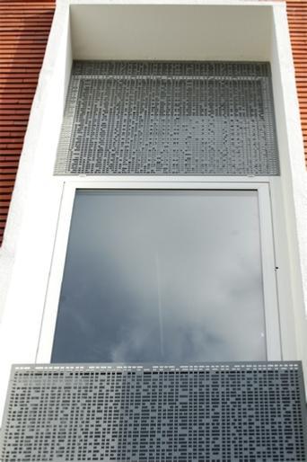 Protection des fenêtres par une tôle perforée - null