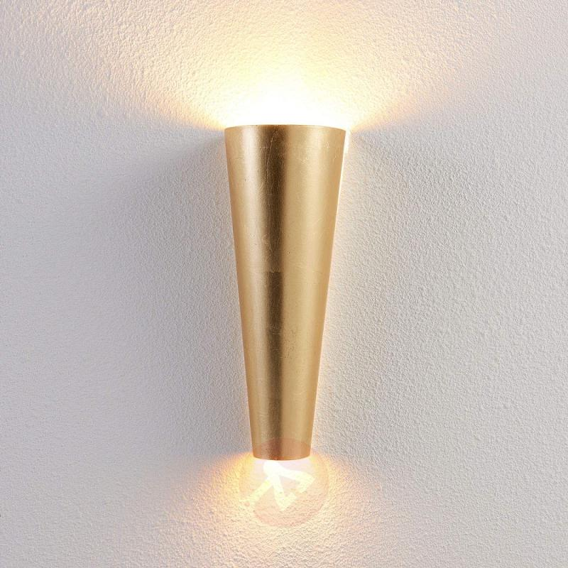 Perfectly shaped LED wall light Conan in gold - indoor-lighting