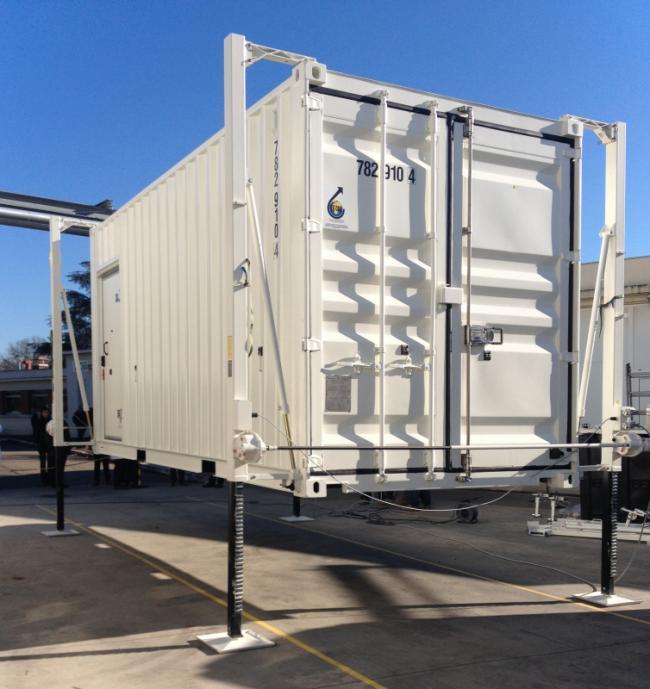 Dispositivo di sollevamento 1889.5 - Il 1889 è adatto per il sollevamento e il deposito di contenitori dal camion