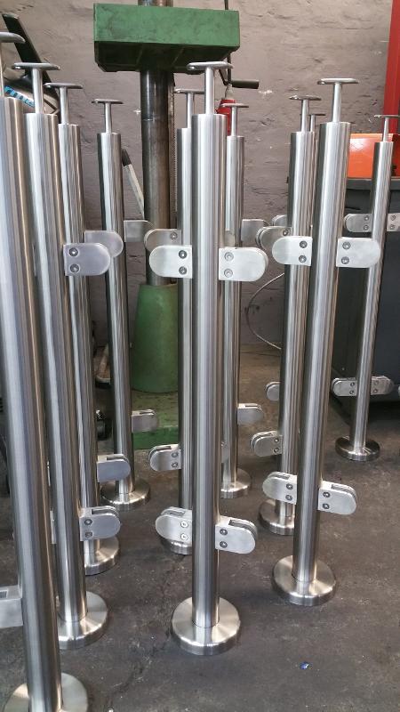 Geländerpfosten aus Edelstahl mit CE - Kennzeichen - null