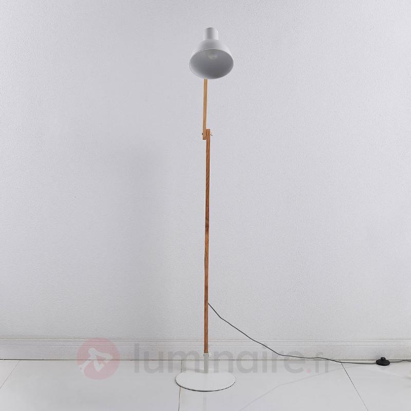 Lampadaire Shivanja en bois et en métal - Lampadaires en bois