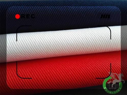 Poliester / bombaž 20x20 195GSM2/1 150c Uniformne tkanine - Dobro krčenje , Lepa površina , Oekotex Certifikat , Manj pomanjkljivosti