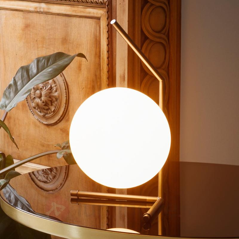 Jolie lampe à poser IC T1 de FLOS - Lampes à poser designs