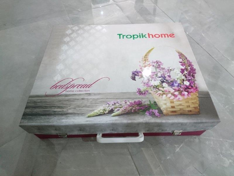 Verpackungen aus Vollpappe - Offsetbedruckte,verklebte und veredelte Schachteln aus Vollpappe