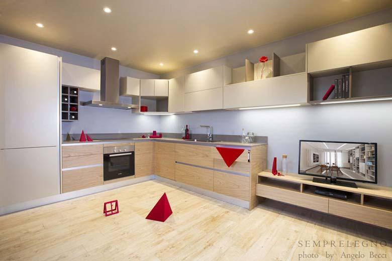 Cucina design arredata su misura con mobili finitura laccato