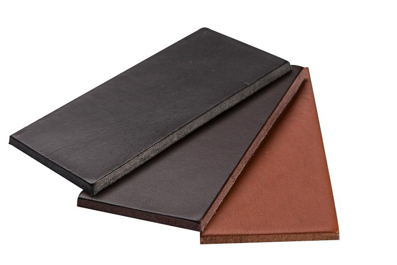 Blanklederhälse, Classic - Leather for saddle construction, equestrian and dog sport.