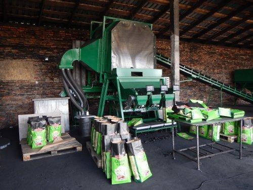 Фасовочная линия для древесного угля  - высокопроизводительная линия для фасовки древесного угля в крафт-мешки