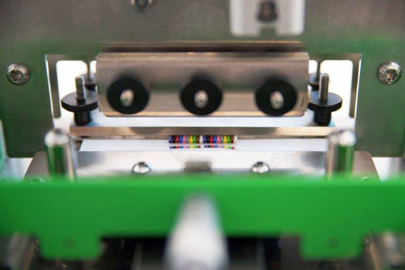 Trancheuse pour câbles rubans, modèle 75 - FCC 75 - Coupe-échantillon pour câble plat jusqu'à max. 75 x 8 mm (largeur x hauteur)