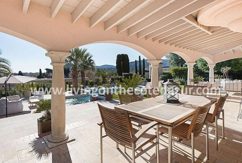 Charming family villa with pool and sea view over Cannes - Real Estate