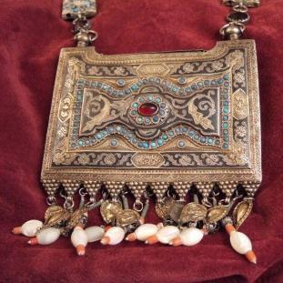 Ornements - Boite argent, dorures , nielle , perles, pâte de verre, turq