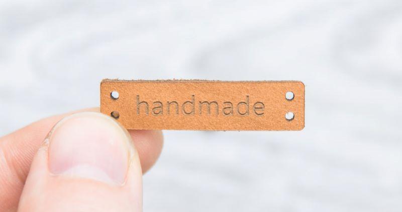 Etiquetas de cuero grabadas por láser -