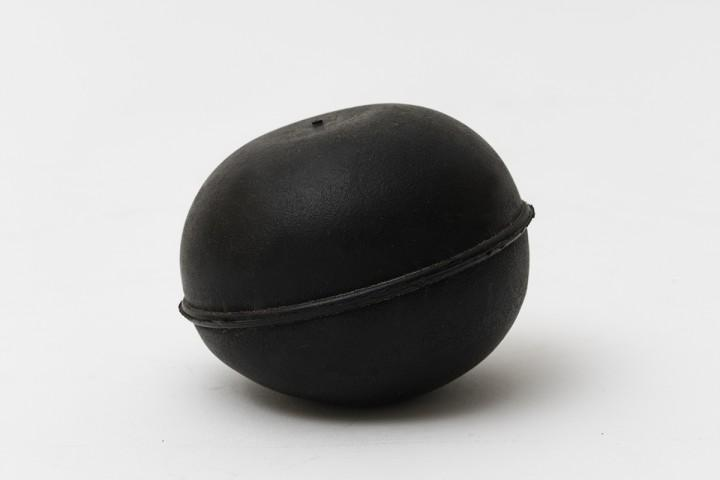 Screen cleaning balls with an egg form - These special balls have an egg form and bounce at random.