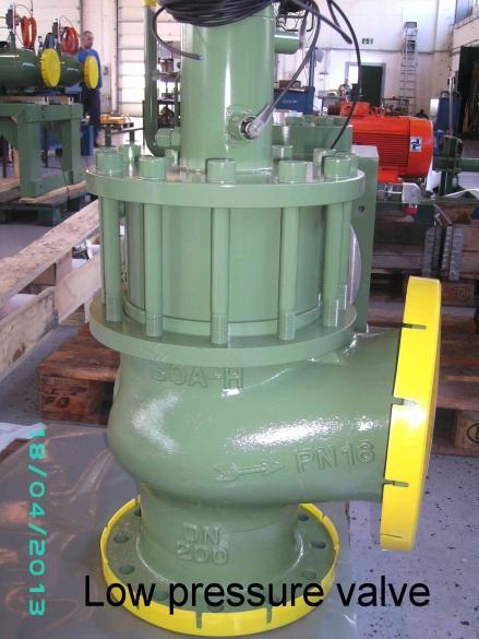 WASSER- UND HYDRAULIK-KOMPONENTEN - Ventile und Zylinder für wasserhydraulische Anlagen und Pressen.