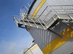 GFK-Treppe an einem GFK-Tank - null