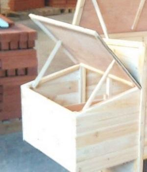 Wooden flat  top coop for animals  - Wooden ceiling