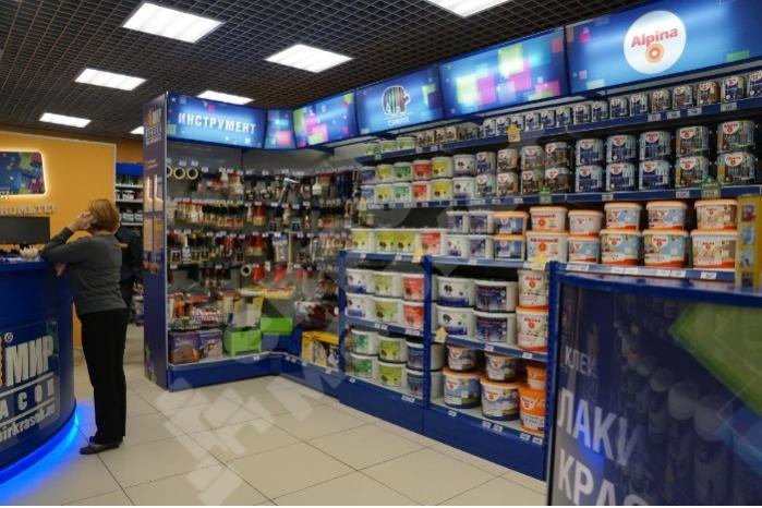 DISPLAY COUNTERS - Wall shelf stand with an advertising friso