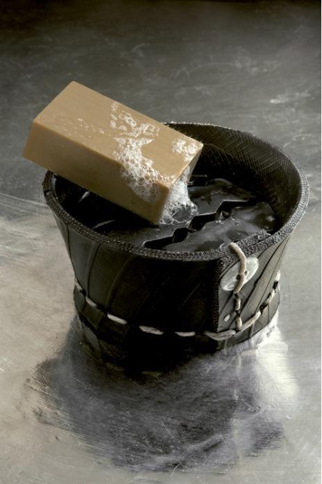 Porte savon en pneu recyclé - pneu recyclé cousu main