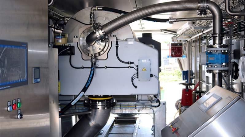 Mobilne odprowadzanie wody firmy Flottweg - Mobilne odprowadzenie wody z osadu w kontenerze: Podłączanie i odwadnianie