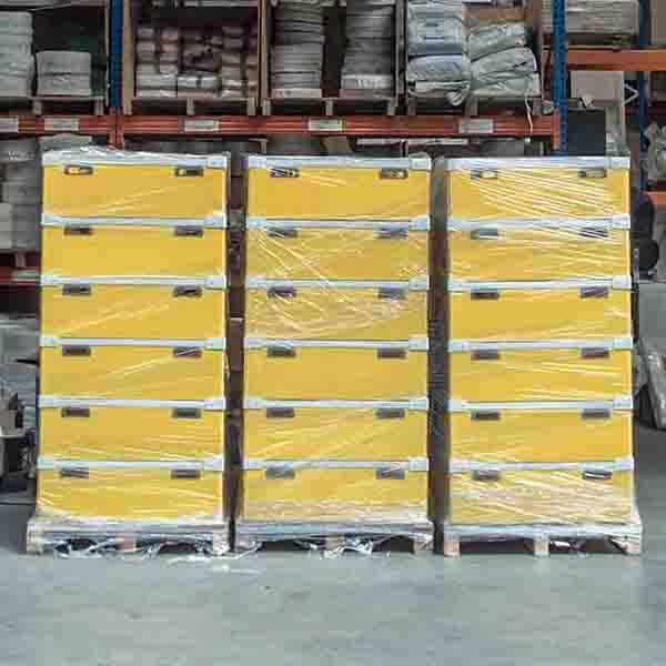 Cajas de Cartón y Cartón Plástico - Con interiores a medida.