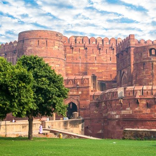Delhi Agra Day Trip - by Train | www.aryanindiatour.com - Price 7500 INR or 125 $ For 2 Person.