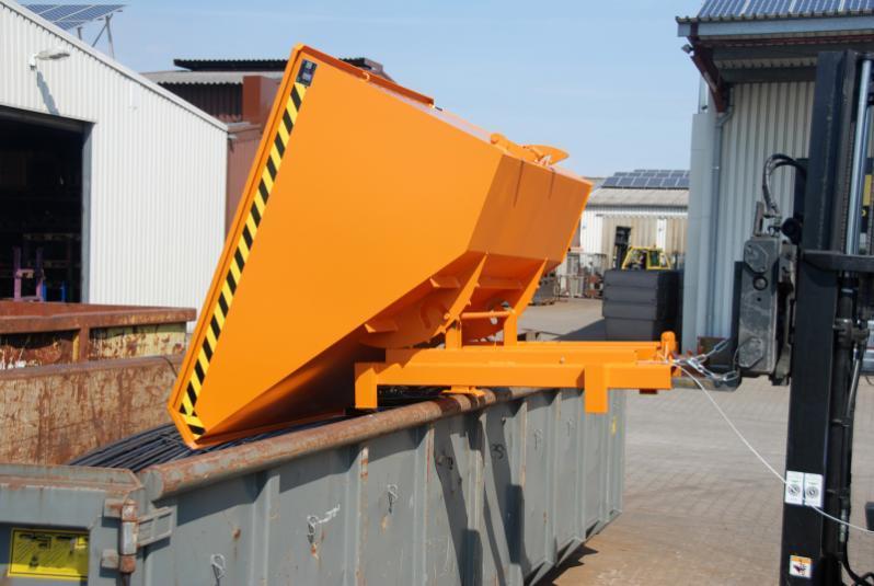 Schwerlast-Kippbehälter Typ SK, Anbaugerät für Gabelstapler - Behälter mit Einfahrtaschen für Gabelzinken und Abrollmechanismus zum Abkippen