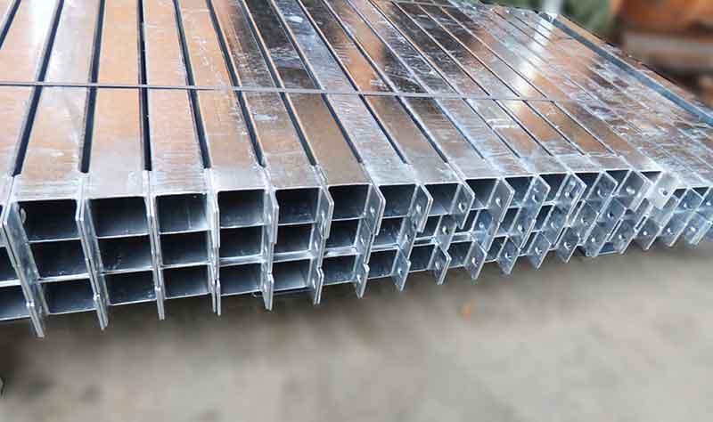 Serieproduksjon av ståldetaljer -