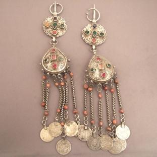 Ornements - Argent, corail, anciennes monnaies,pâtes de verre, Maroc