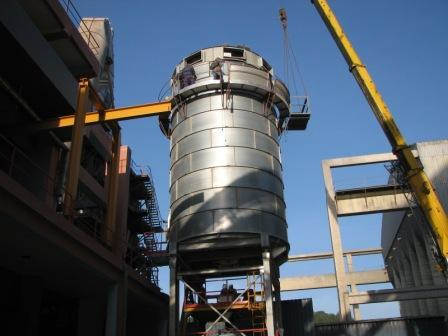 Silo on frame with steelyards ( Cimpor Portugal ) - null