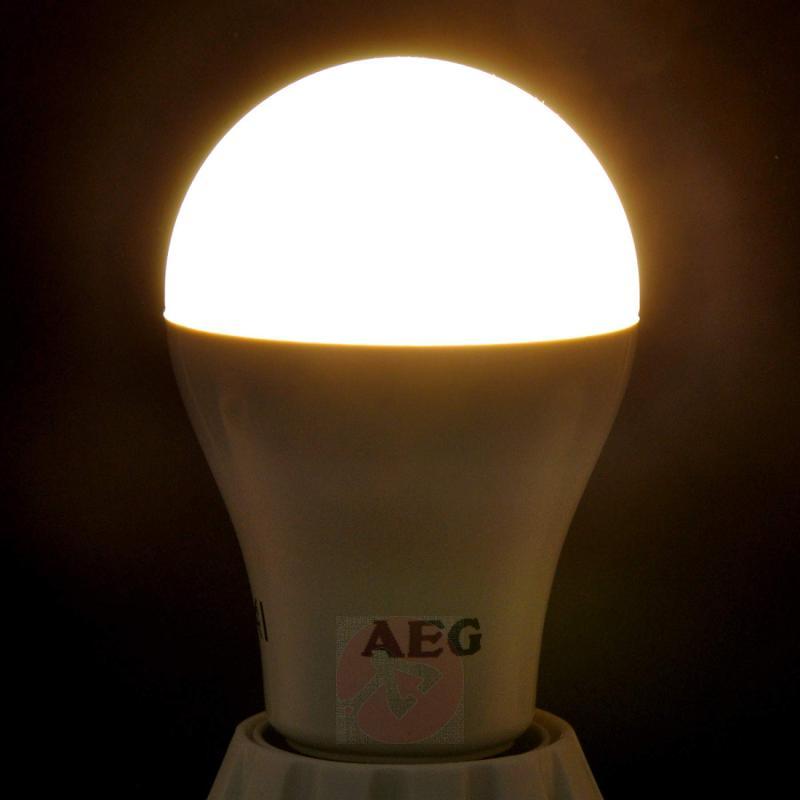 E27 17 W 827 LED lamp, matt - light-bulbs