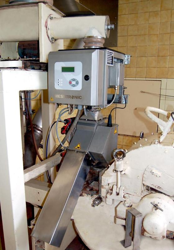Metal separator for inspection of bulk goods. The unit is - QUICKTRON 05 A