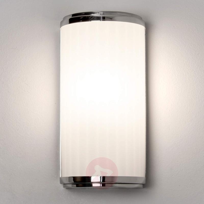 Discreetly designed LED mirror light Monza - indoor-lighting