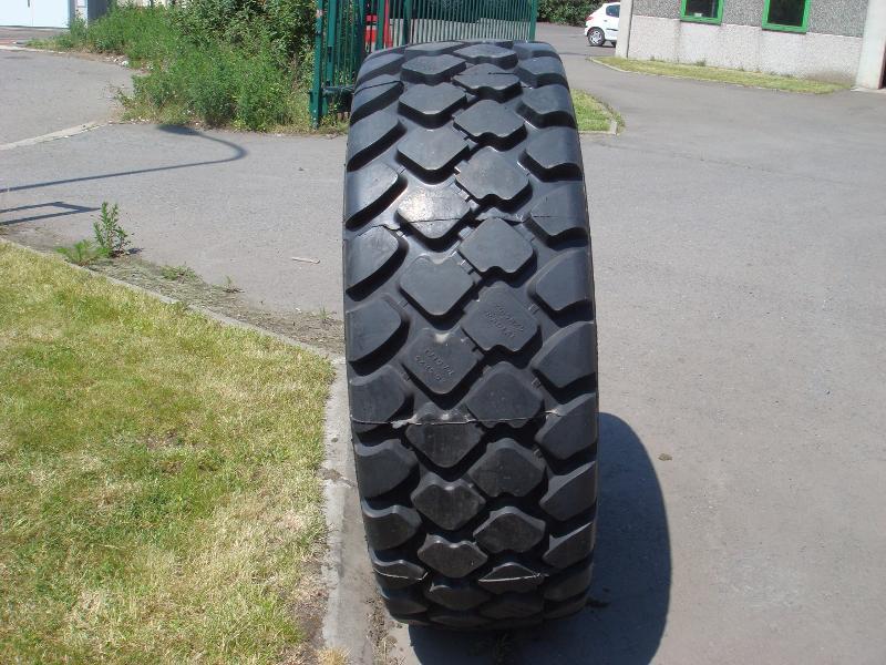 Truck tyres - REF. 20.5R25.HIL.B01