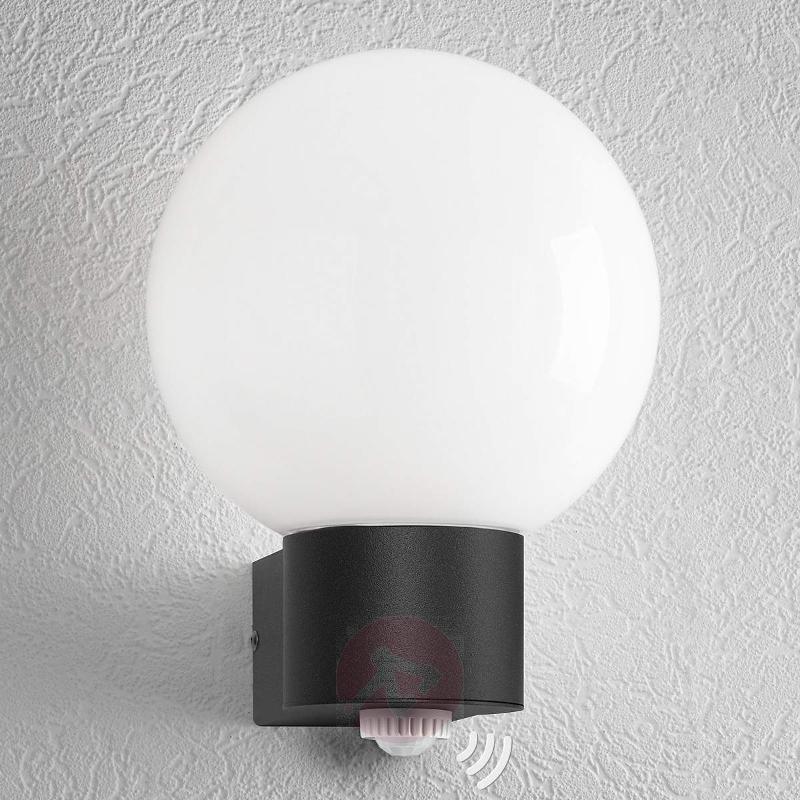 Kiana classic outdoor wall light - Wall Lights with Motion Sensor