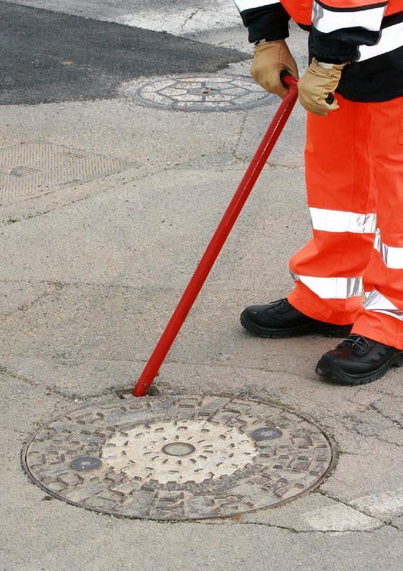 magnetic Manhole cover lifter - Magnetic tool adaptable to lifting all kinds of telecom covers