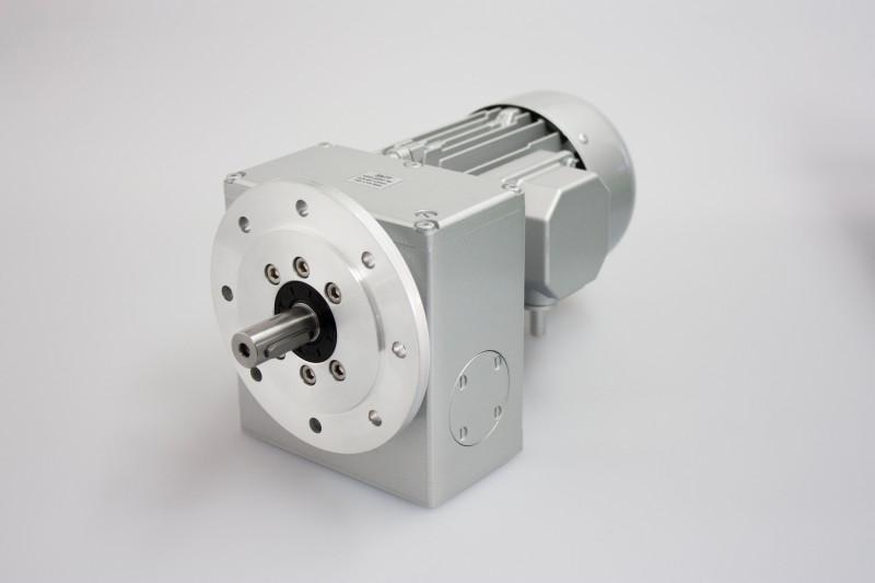 SN7F - Two-stage gear drive with solid shaft