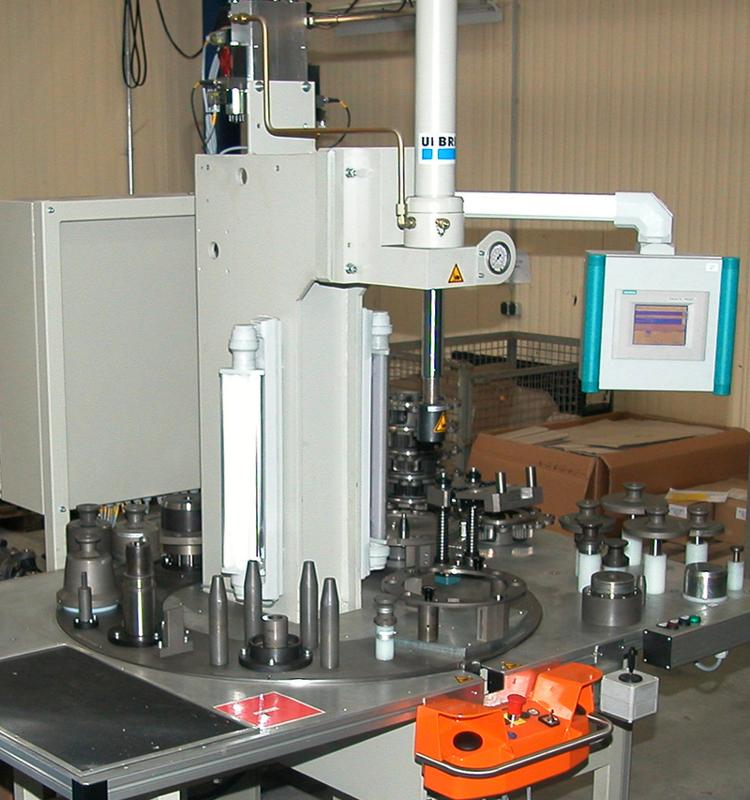 Assembly press with rotary table (outside) - Assembly technology