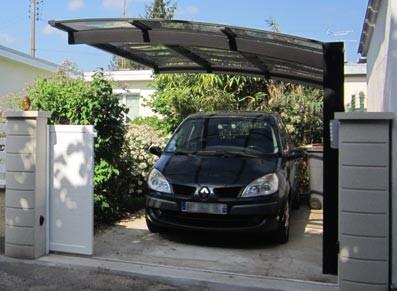 Abri voiture en métal - 2 pieds asymétriques