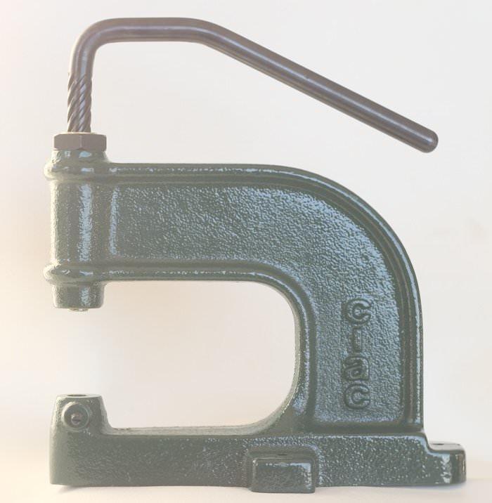 MACHINE POSE OEILLET, PRESSION,RIVETS, A BALANCIER - Réf : 99004