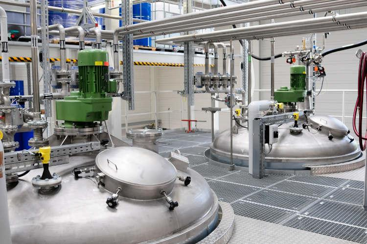Tank maintenance and tank service - Clean media extend machine life and sustainably improve product quality