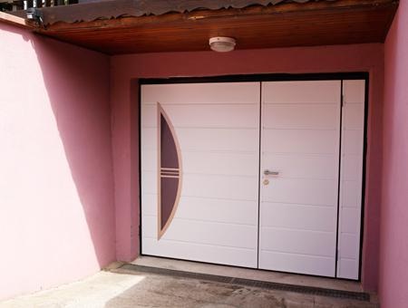 Porte de garage contemporaine Moos