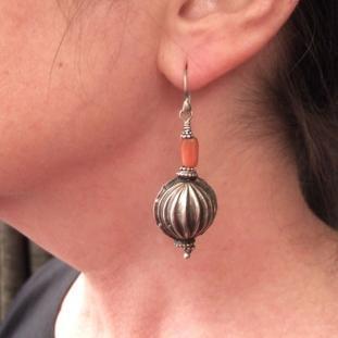 Boucles d'oreilles - Argent, corail, Inde.