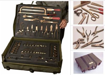 Equipment / Luggage Tools - TOOL KIT