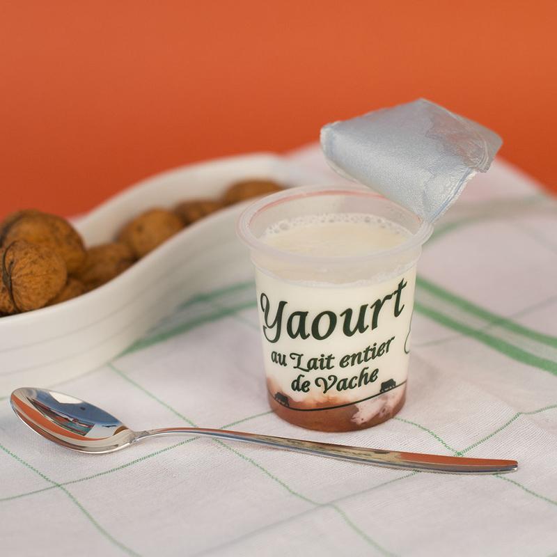 yaourt sucré sur lit de fraise-rhubarbe 125G - Produits laitiers