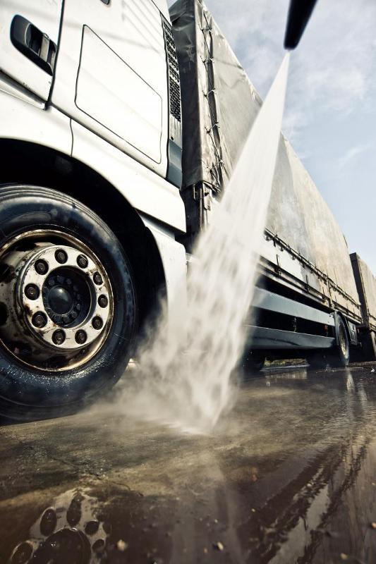 Lavage de vos camions citernes par des professionnels - Services